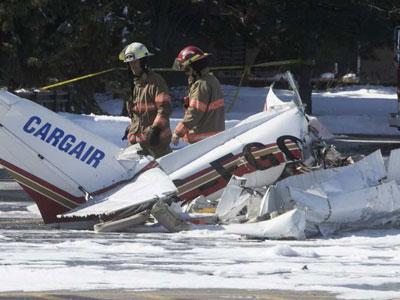 Canada: Hai máy bay đâm trực diện, rơi xuống trung tâm thương mại