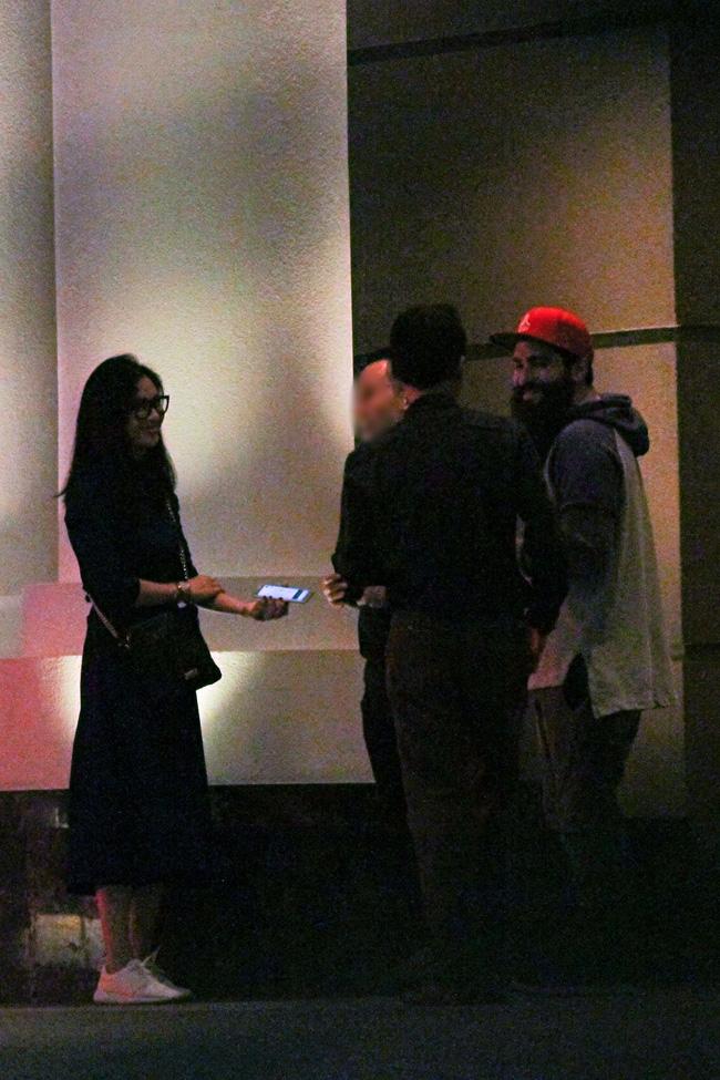 Bắt gặp đạo diễn Kong: Skull Island ôm eo tình tứ Ngô Thanh Vân - Ảnh 11.