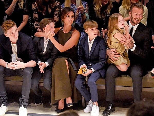 Khoanh khac David Beckham nam tay con gai 'gay bao' mang hinh anh 5