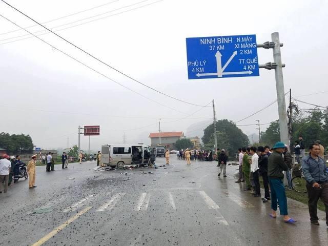 ;Hiện trường vụ va chạm kinh hoàng giữa xe 16 chỗ đi đón dâu và xe tải sáng 16/3 tại Kim Bảng, Hà Nam. Ảnh: N.T