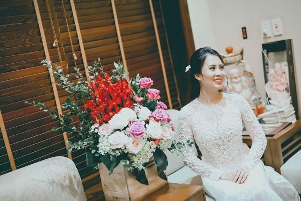 Ngay sau khi chia sẻ ảnh, Ngọc Hương nhận được nhiều lời khen cô dâu xinh đẹp, khen cô dâu chú rể đẹp đôi và những lời chúc hạnh phúc.
