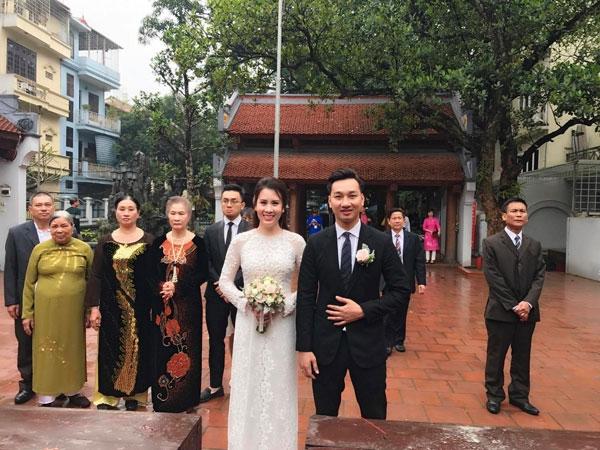 Cô dâu chú rể và người thân trong ngày rước dâu.