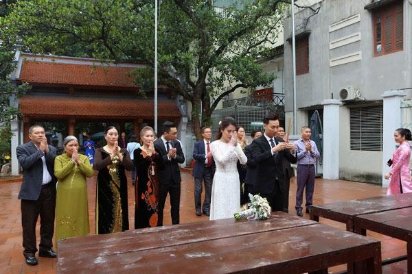 Được biết, cặp đôi sẽ tổ chức tiệc cưới vào ngày 22/3 tới tại Hà Nội.
