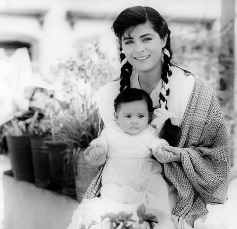 Nàng Maria và con gái, hình ảnh quen thuộc với nhiều khán giả Việt khi xem Đơn giản tôi là Maraia. Ảnh: TL.