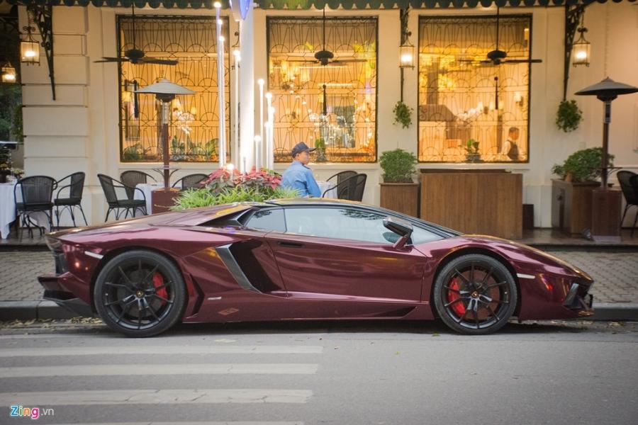 Sieu xe mui tran Lamborghini Aventador tai Ha Noi doi mau la mat hinh anh 3