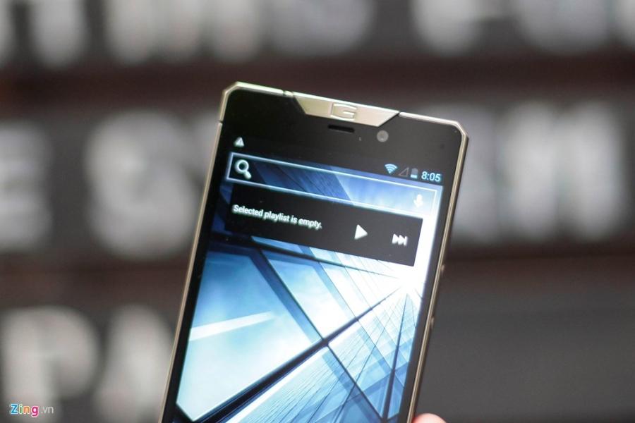 Smartphone sieu sang cua Nga ve VN gia 68 trieu dong hinh anh 12