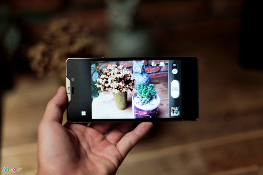 Smartphone sieu sang cua Nga ve VN gia 68 trieu dong hinh anh 15