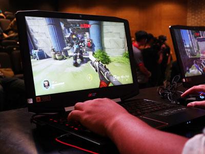 Laptop chơi game giá 21 triệu đồng