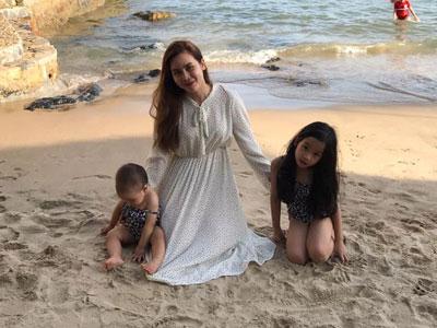 Lưu Hương Giang hiếm hoi khoe ảnh bên bé thứ 2