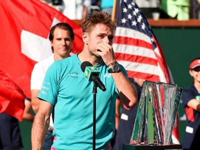 Wawrinka bật khóc, gọi Federer là