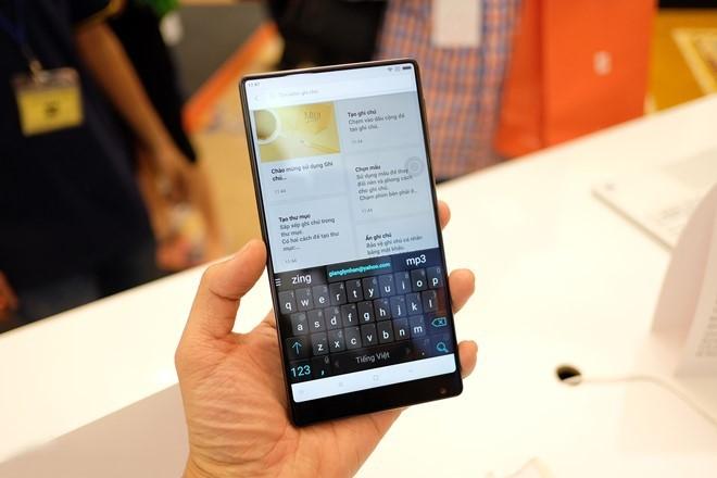 7 smartphone dang chu y vua ve Viet Nam hinh anh 5