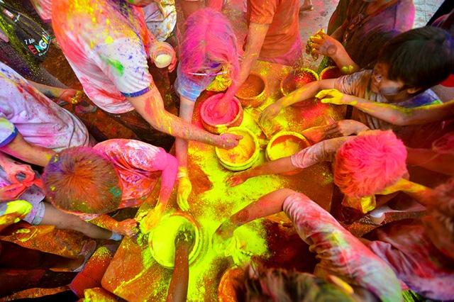 Holi là một lễ hội mùa Xuân phổ biến ở Ấn Độ, Nepal và Nam Á. Hiện nay, lễ hội này đang được phổ biến trên toàn thế giới.
