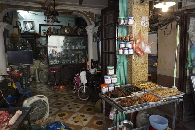 Khu chợ Hàng Bè (quận Hoàn Kiếm) đã được dọn dẹp để trả lại sự thông thoáng cho vỉa hè và lòng đường, nhưng không vì thế mà mất chợ. Hiện tại chợ vẫn họp và thu nhỏ quy mô.