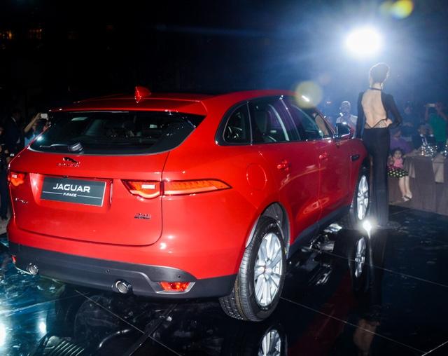 Đối thủ Porsche Macan, Jaguar F-Pace, chính thức ra mắt tại Việt Nam - Ảnh 4.