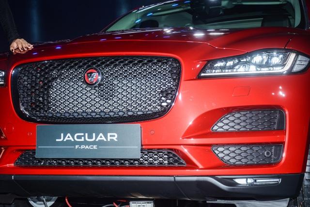 Đối thủ Porsche Macan, Jaguar F-Pace, chính thức ra mắt tại Việt Nam - Ảnh 6.