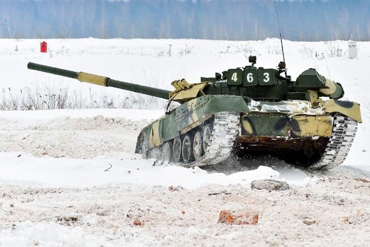 Muc kich xe tang T-80U tap tran bao ve Moscow-Hinh-5