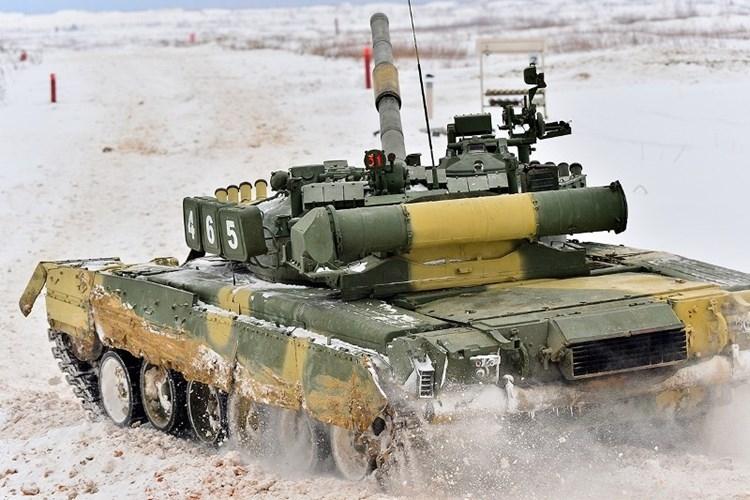Muc kich xe tang T-80U tap tran bao ve Moscow-Hinh-7