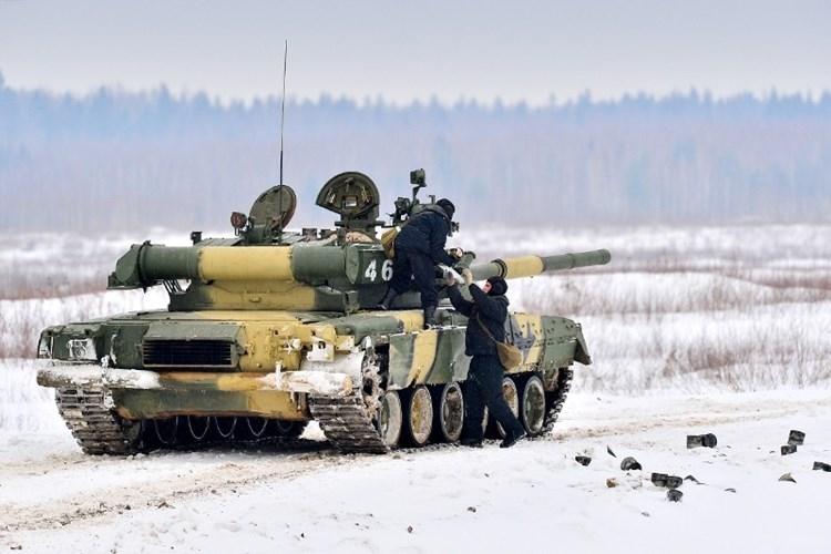 Muc kich xe tang T-80U tap tran bao ve Moscow-Hinh-8