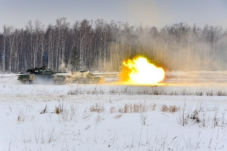 Muc kich xe tang T-80U tap tran bao ve Moscow-Hinh-11