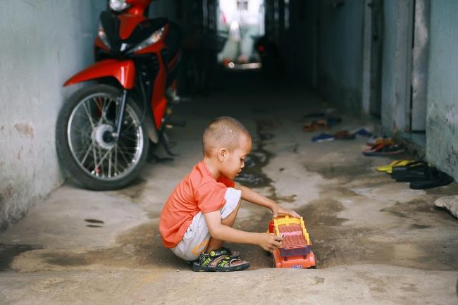 Ngày quốc tế hạnh phúc, nghe mẹ con cậu bé xếp dép kể về 15 ngày kì diệu mà họ vừa trải qua... - Ảnh 7.