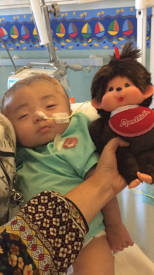 Hình ảnh và tình trạng hiện tại của bé bị não úng thủy Phạm Đức Lộc sau khi trở về từ Singapore - Ảnh 3.