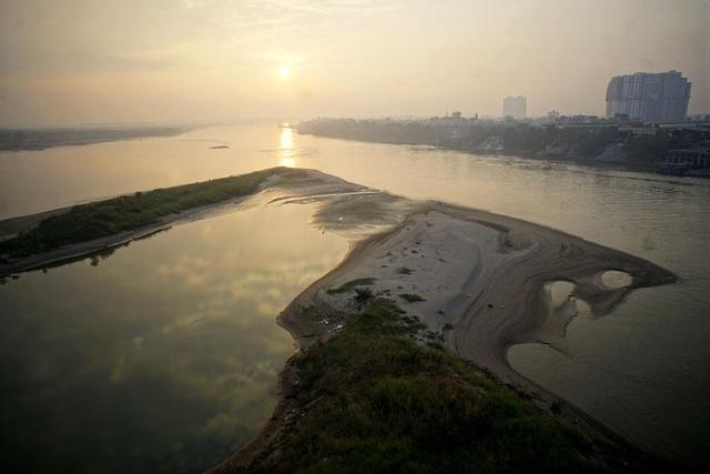 Sau khi xem xét, nhà tài trợ muốn thực hiện quy hoạch hai bên sông Hồng như hai bên sông Tiền Đường (Ảnh: Hữu Nghị)