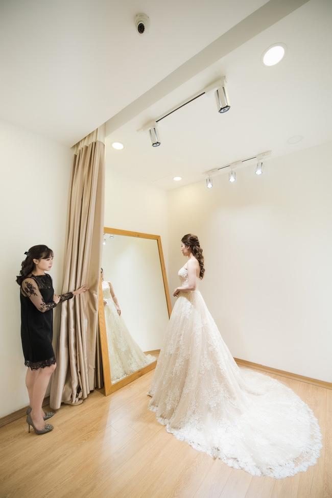 Trước hôn lễ, MC Thành Trung và vợ tình tứ đi thử váy cưới - Ảnh 5.
