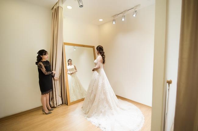 Trước hôn lễ, MC Thành Trung và vợ tình tứ đi thử váy cưới - Ảnh 6.