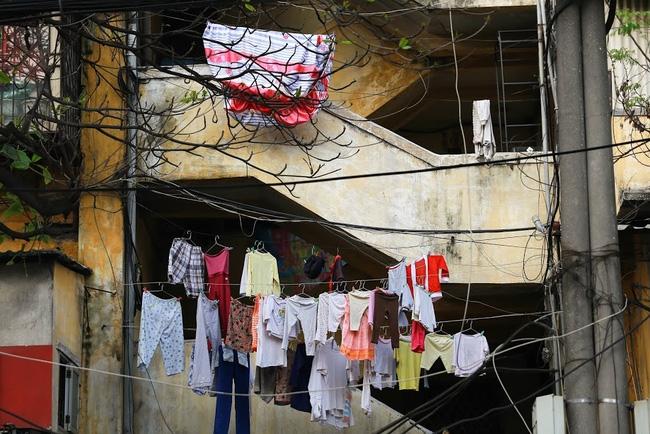 Chỉ có những cô gái Hà Nội mới hiểu, thế nào là mùa giặt 1 cái quần 5 ngày không khô... - Ảnh 1.