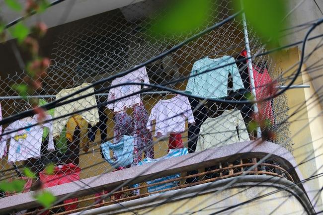 Chỉ có những cô gái Hà Nội mới hiểu, thế nào là mùa giặt 1 cái quần 5 ngày không khô... - Ảnh 4.