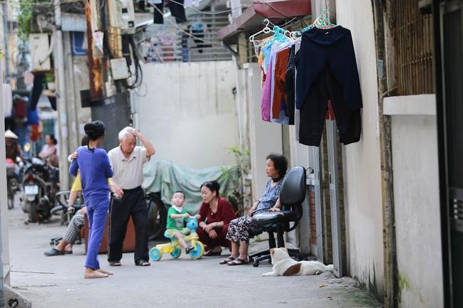 Chỉ có những cô gái Hà Nội mới hiểu, thế nào là mùa giặt 1 cái quần 5 ngày không khô... - Ảnh 9.