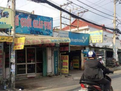 Kẻ cướp cầm súng điện xông vào tiệm hớt tóc khống chế nữ nhân viên giữa ban ngày