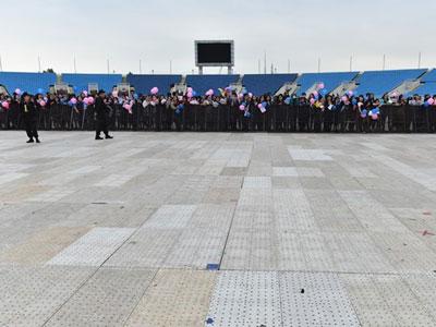 Sự kiện quy tụ sao Hàn tại SVĐ Mỹ Đình vắng khán giả