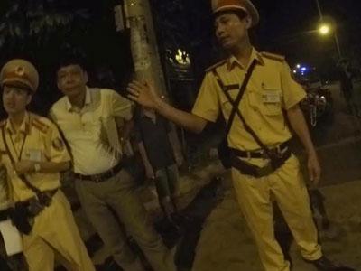 Quảng Trị: Điều tra thông tin Phó Đội trưởng CSGT đánh dân