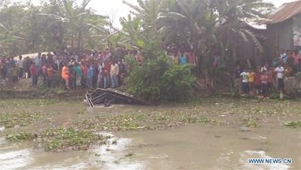 Lật thuyền chở 70 người trên sông ở Bangladesh ảnh 1