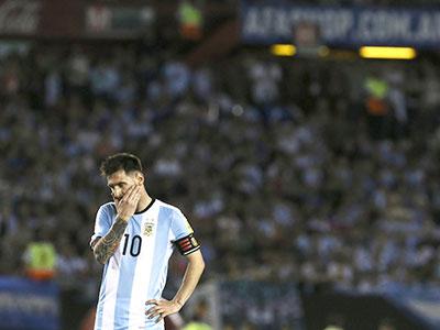 Messi đã mắc sai lầm khi trở lại đội tuyển Argentina?