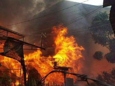 Cháy lớn gần trung tâm Đà Lạt, nhiều phòng trọ bị thiêu rụi