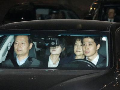 Tổng thống Hàn Quốc: từ đỉnh cao quyền lực đến trại giam