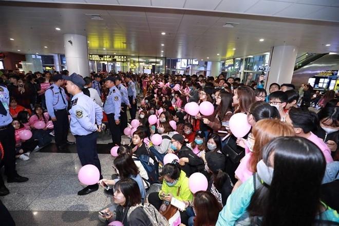 Ba thành viên SNSD đi cửa VIP 'tránh mặt' hàng trăm fan Việt
