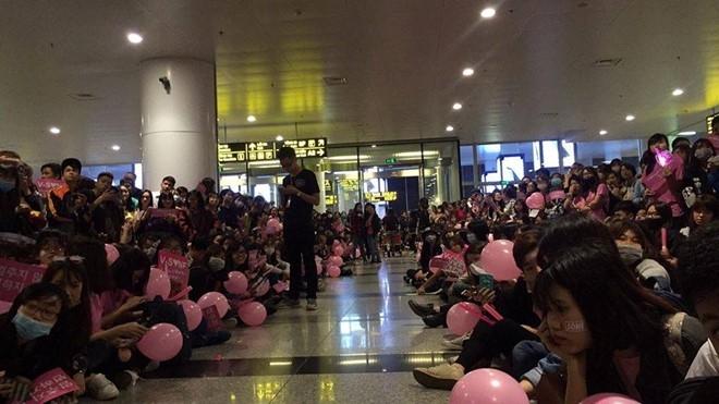 Ba thành viên SNSD đi cửa VIP 'tránh mặt' hàng trăm fan Việt - 1