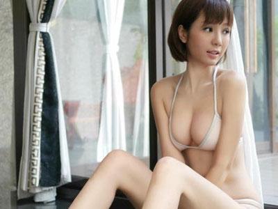 Helen Thanh Đào tái xuất khoe thân