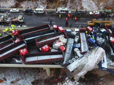 Hơn 40 xe tông liên hoàn trên cao tốc Trung Quốc