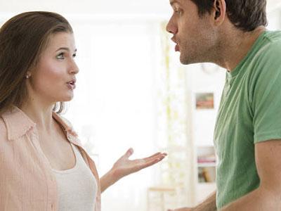 Có nên ở bên người sống áp đặt và lừa dối?