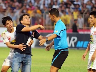 Bóng đá Việt Nam và tiếng còi không ai thổi