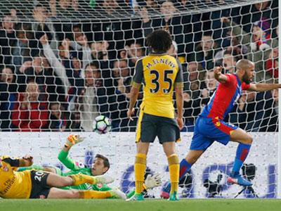 Thua Crystal Palace, Arsenal xa dần vé dự Champions League