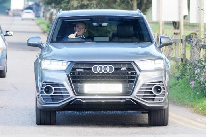Khong duoc ra san, Rooney 'dot tien' cho xe sang moi hinh anh 7