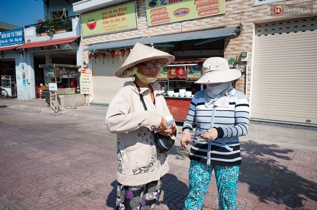 Chùm ảnh: Người dân lao động ở Sài Gòn vật lộn dưới nắng nóng oi bức để mưu sinh - Ảnh 7.