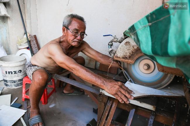 Chùm ảnh: Người dân lao động ở Sài Gòn vật lộn dưới nắng nóng oi bức để mưu sinh - Ảnh 14.
