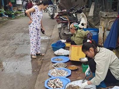 Chiến dịch giành lại vỉa hè tại Hà Nội: Chợ tạm chạy vào ngõ