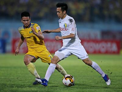 Thắng kịch tính SL Nghệ An, Hà Nội FC lên ngôi đầu bảng V-League